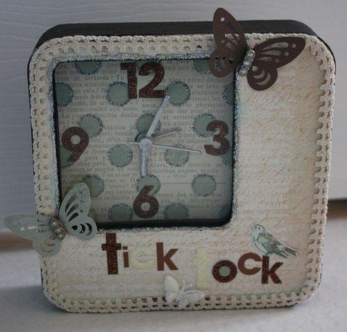 Time_Flies_Clock_-_Ann_Freeman